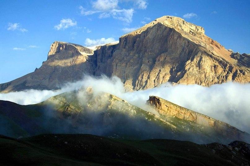 Бабадаг — горная вершина на востоке Водораздельного хребта Большого Кавказа