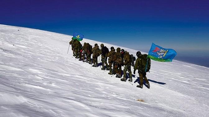 Сборная команда ВДВ в рамках «Эльбруссиады» совершила восхождение на вершину Эльбруса.