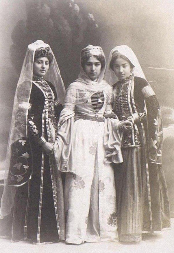 Адыги (черкесы) издревле считались на Кавказе законодателями моды
