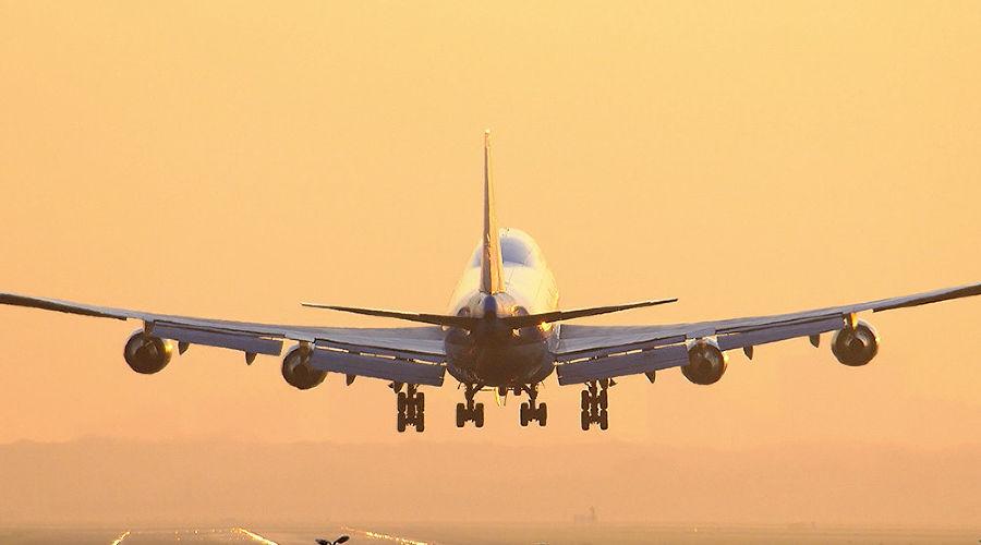 Молния попала в самолет при посадке в аэропорту Сочи