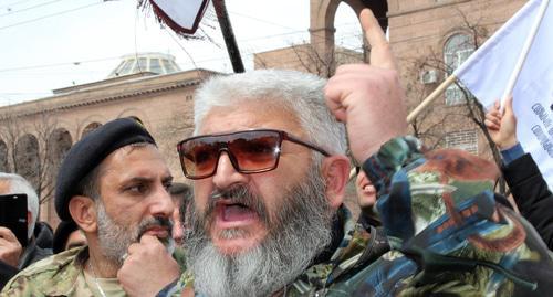 Пашинян назвал скандал вокруг выступления трансгендера в парламенте провокацией