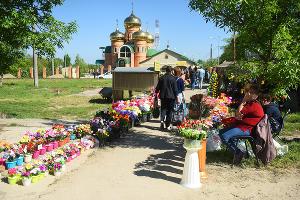 Выходной день на кладбище. Как проводят Радоницу в Краснодаре
