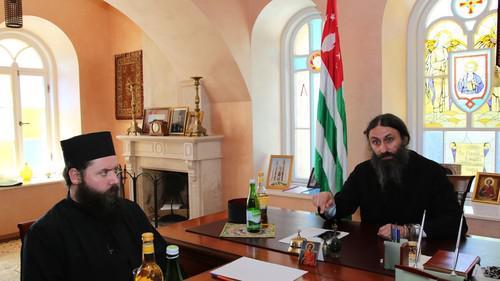Новый Афон закрылся для туристов из-за церковного конфликта в Абхазии