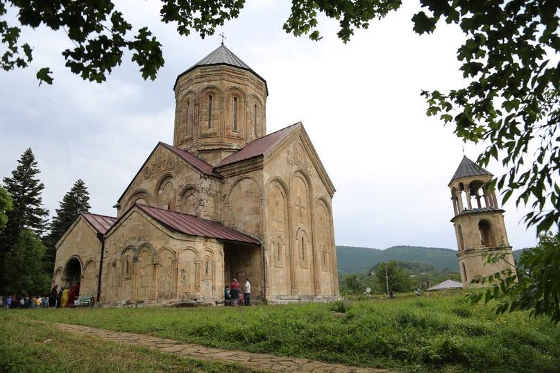 Пять причин посетить регион Рача