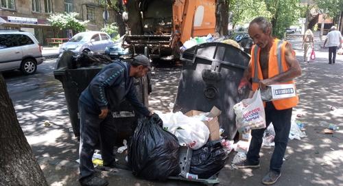Оператор по вывозу мусора в Ереване обвинил мэрию в рейдерстве
