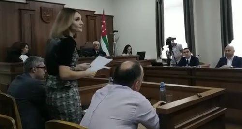 Суд по иску Квицинии в Сухуме прошел на фоне двух акций жителей Абхазии