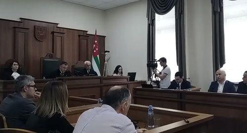 Процесс об отмене выборов главы Абхазии прерван после отвода судьям