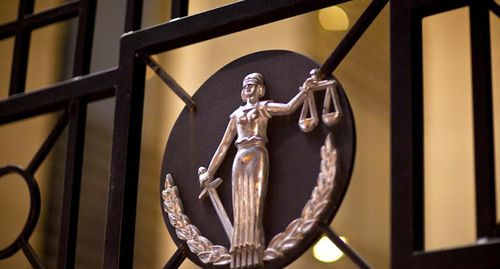 Суд отменил штраф активистке из Прохладного за маску Путина