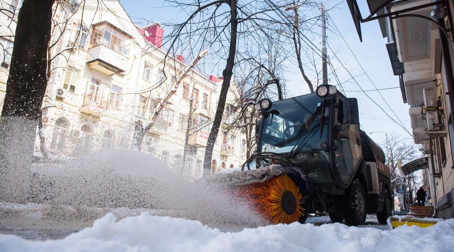В Краснодаре зимой 34 машины будут убирать снег с улиц
