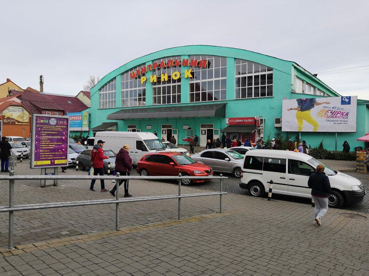 По выходным все пути жителей Мукачево с Западной Украины ведут на городской рынок. Сходил и я, посмотрел цены и ассортимент