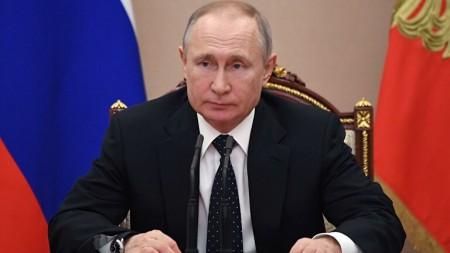 Путин потребовал бороться с завышением цен на продукты