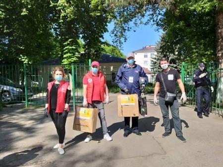 В Кабардино-Балкарии волонтеры доставили антисептик в инфекционные госпитали
