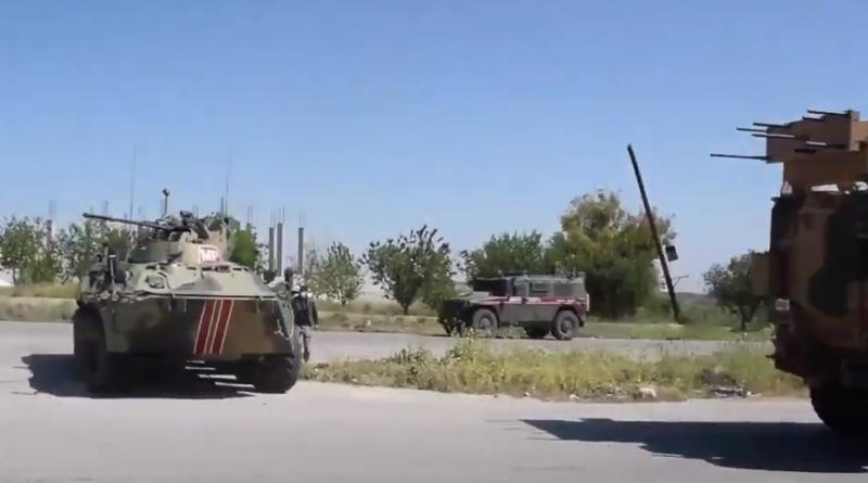 В Сирии забросали камнями российский патруль под молчаливым наблюдением турецких военных (видео)