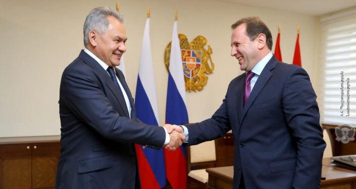 Шойгу: Российские специалисты продолжат работу в Армении в рамках борьбы с COVID-19