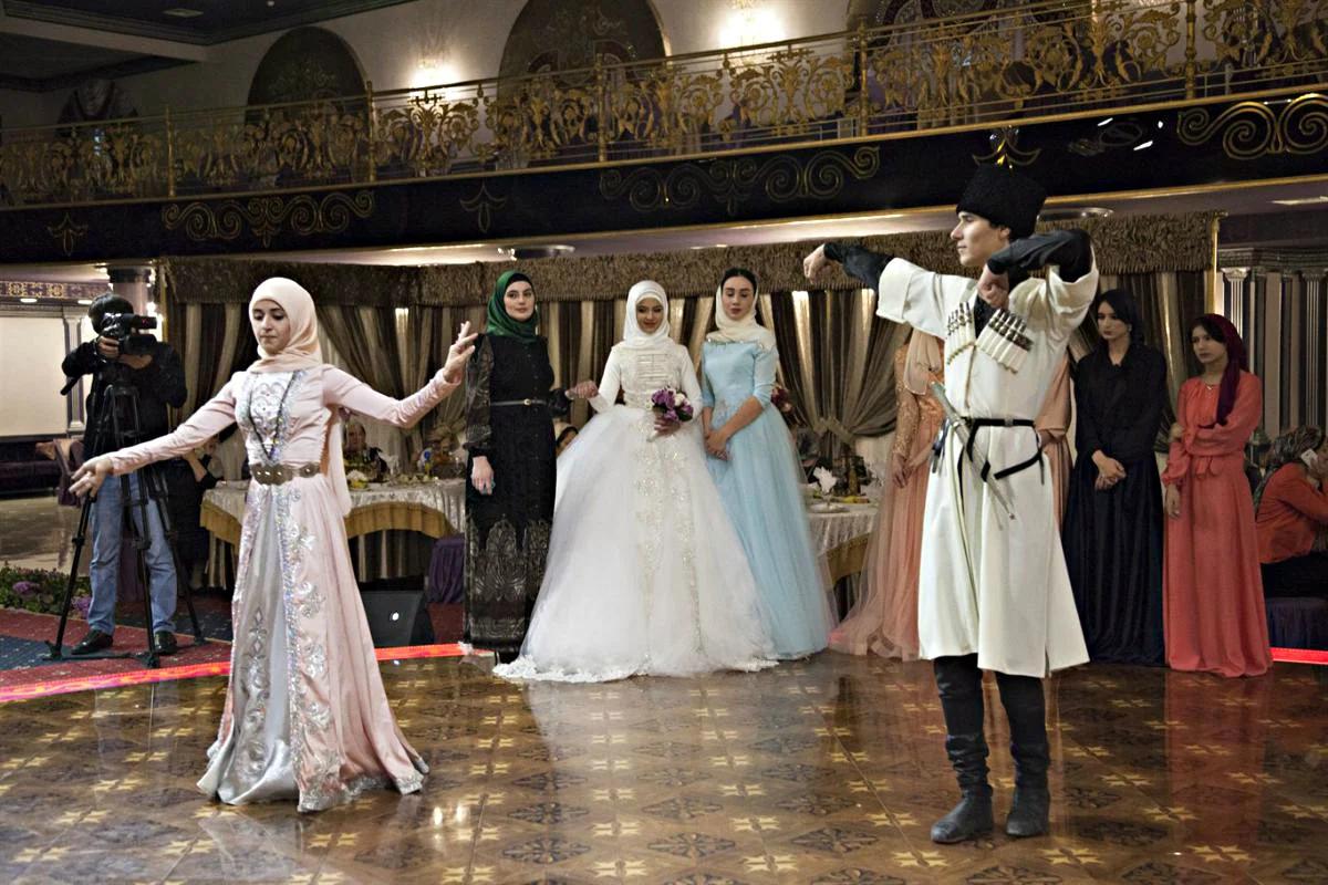 Пьянство, драки и разрезание торта. Что запрещено на чеченской свадьбе?
