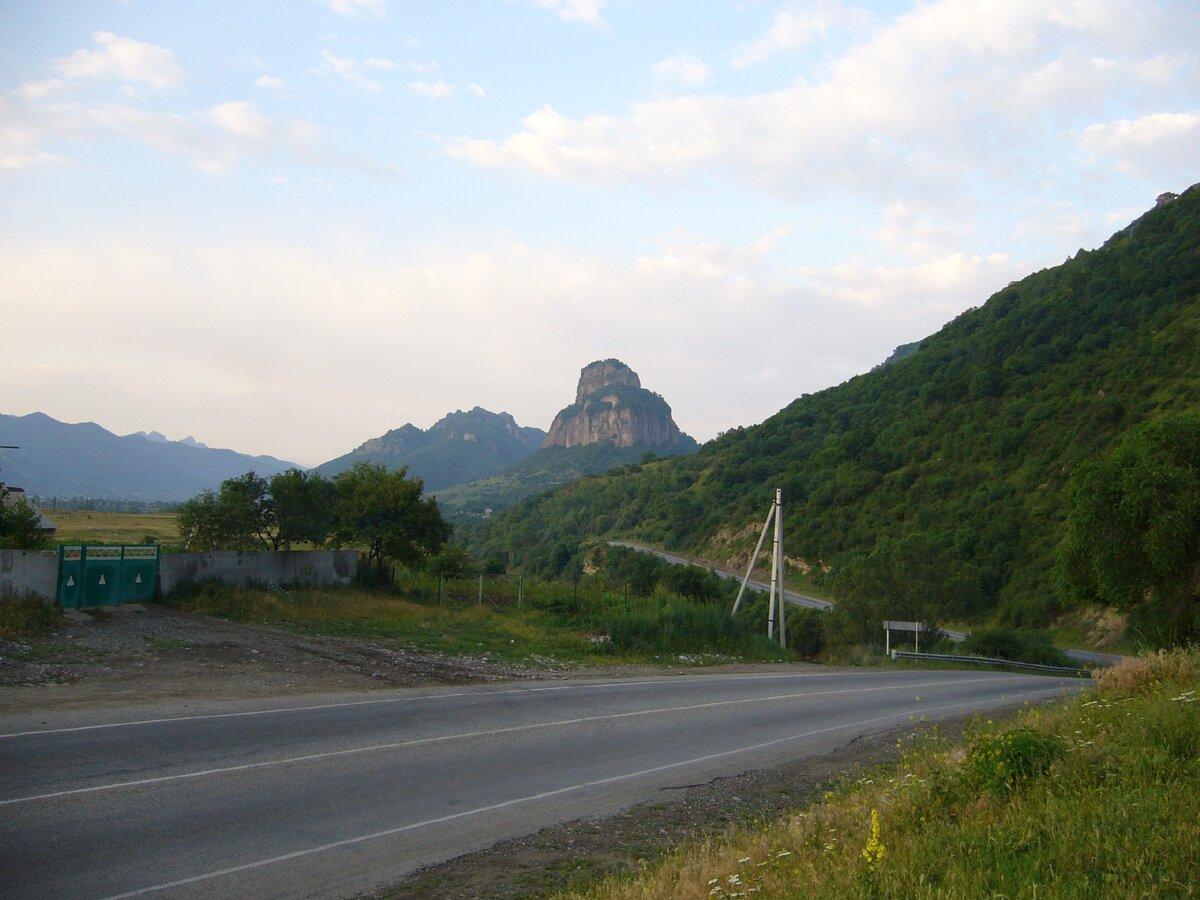 Шоана - гора похожая на крепость. Карачаево-Черкесия
