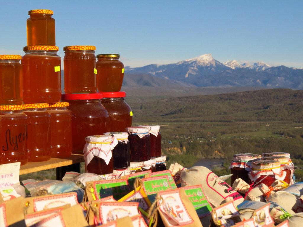 Какие вкусные сувениры можно купить в горах Адыгеи?