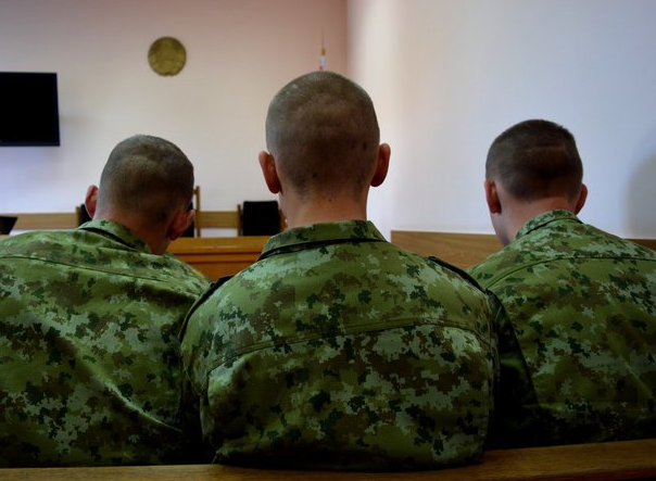Психолог пояснил почему в армии творится это…