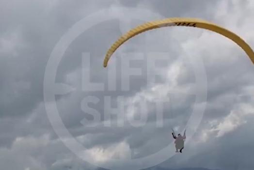 Момент крушения параплана в Сочи попал на видео