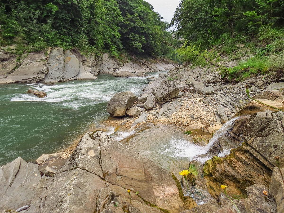 Устье Мишоко: водопады в 50 метрах от трассы