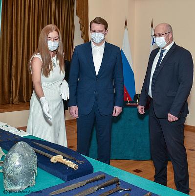 Управление ФСБ России по Краснодарскому краю передало в Музей истории Сочи коллекцию уникальных археологических экспонатов