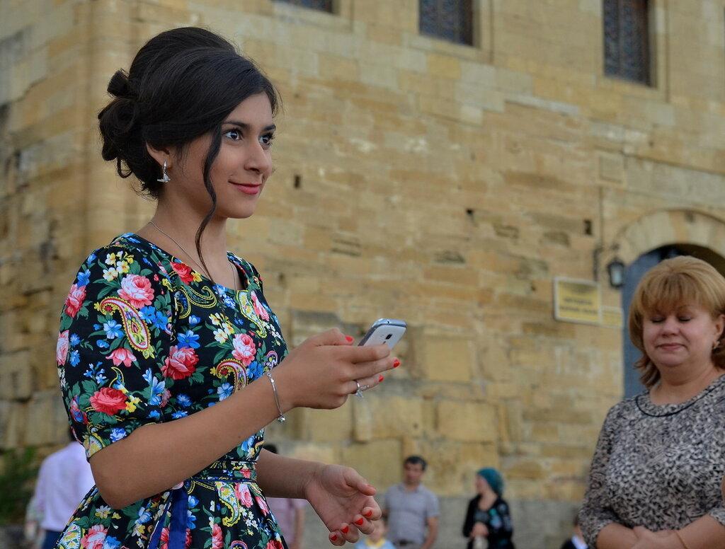Почему Кавказские девушки предпочитают тихую жизнь, в отличие от Европейских девушек?