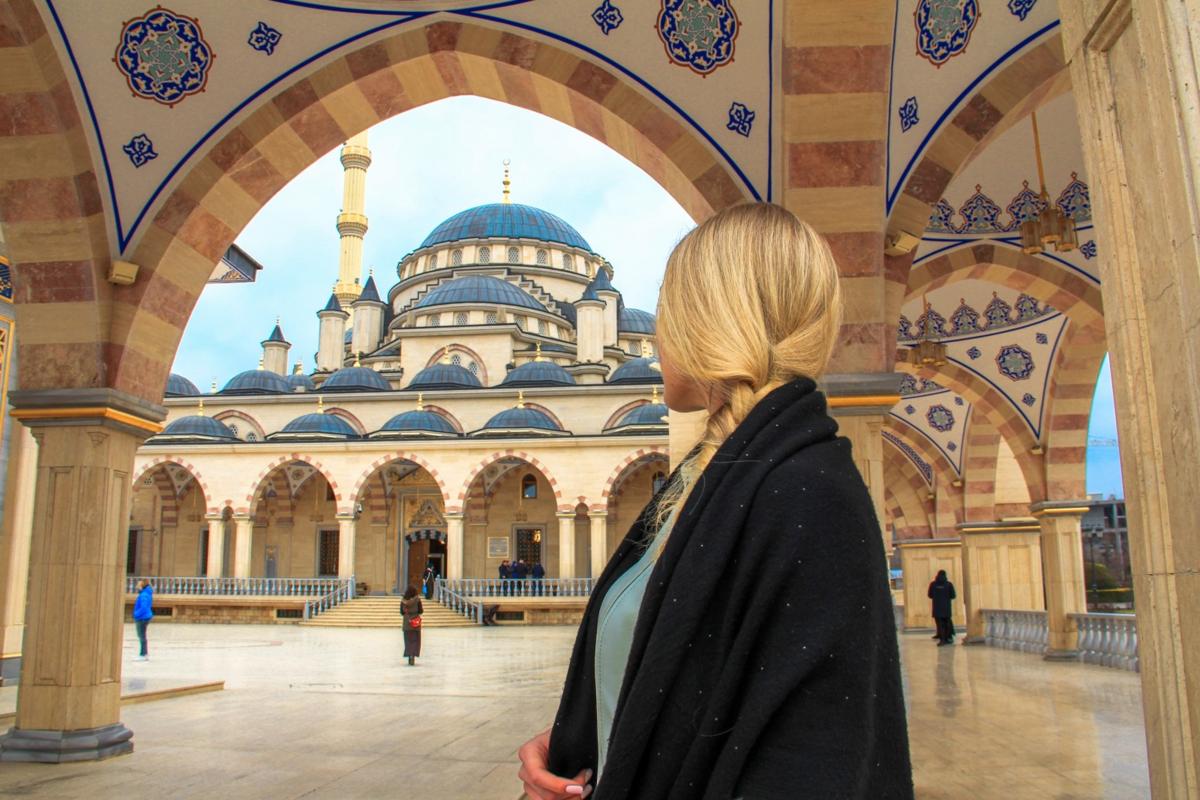 Как чеченцы называют церкви и мечети?