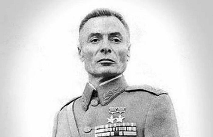 Как 23-летний дважды Герой Василий Петров сумел пройти всю войну без обеих рук