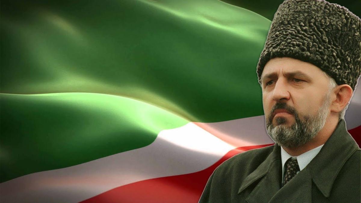 Где в советской армии служил Аслан Масхадов и почему перешел на сторону Дудаева