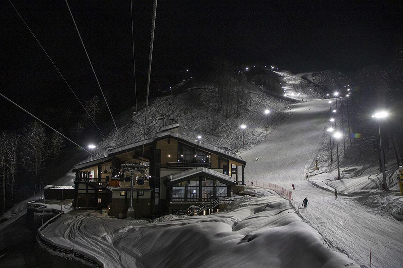 В горах Сочи впервые в зимнем сезоне введены вечерние катания и открыты все трассы